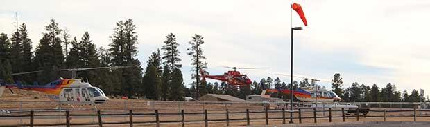 Une excursion en hélicoptère et sur le point partir de Tusayan.
